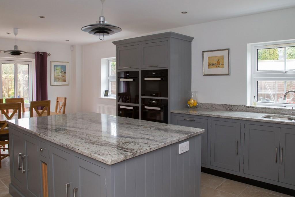 Shaker kitchens for Shaker style kitchen grey