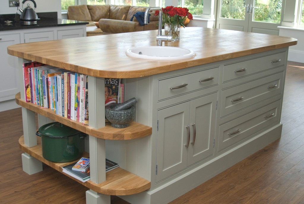 Shaker Kitchen With Breakfast Bar